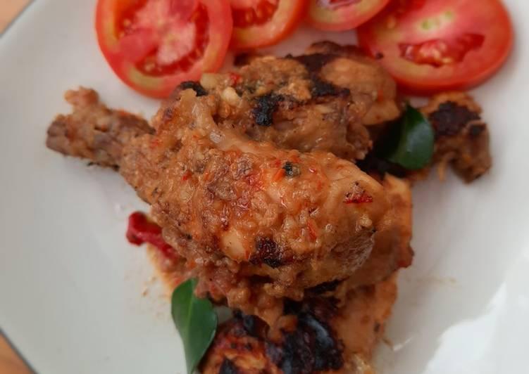 Rahasia Menyiapkan Ayam Bakar Bumbu Rujak (level pedas: kurang pedas) Kekinian