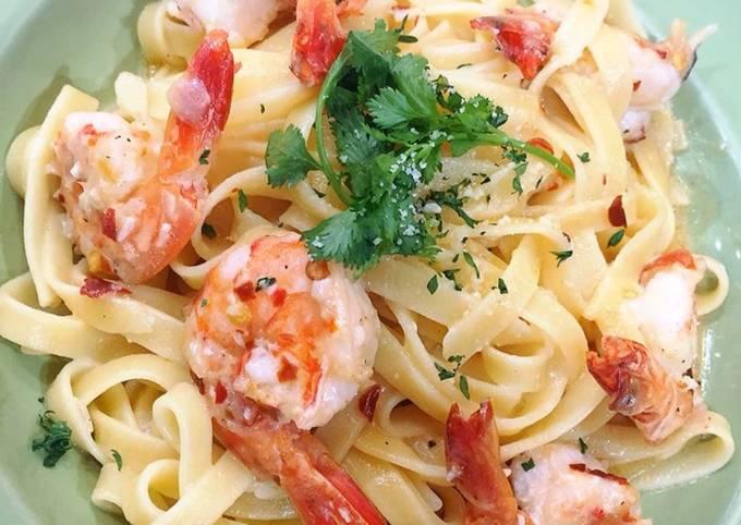 Recipe: Appetizing Shrimp Creamy Fettucini Pasta