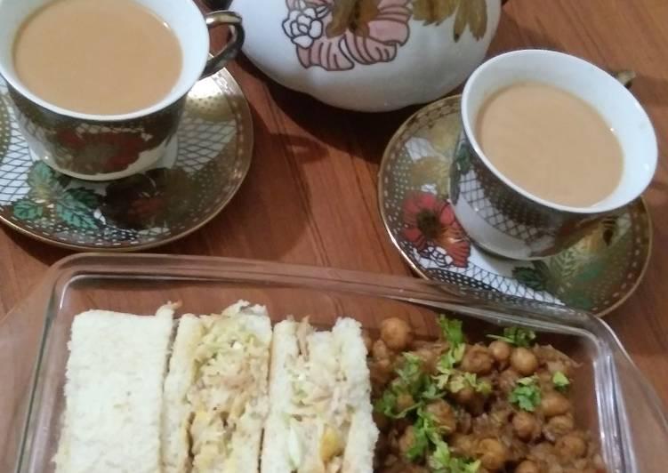 Steps to Prepare Speedy Chicken egg sandwich with chanachat