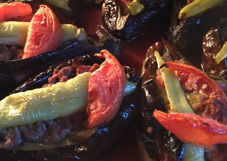 Recipe: Delicious Karniyarik (Stuffed eggplant)