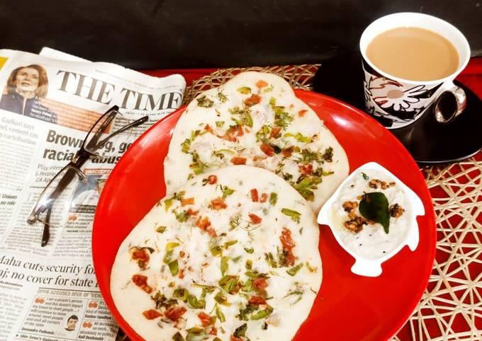 Rava Uttapam with Coconut Chutney