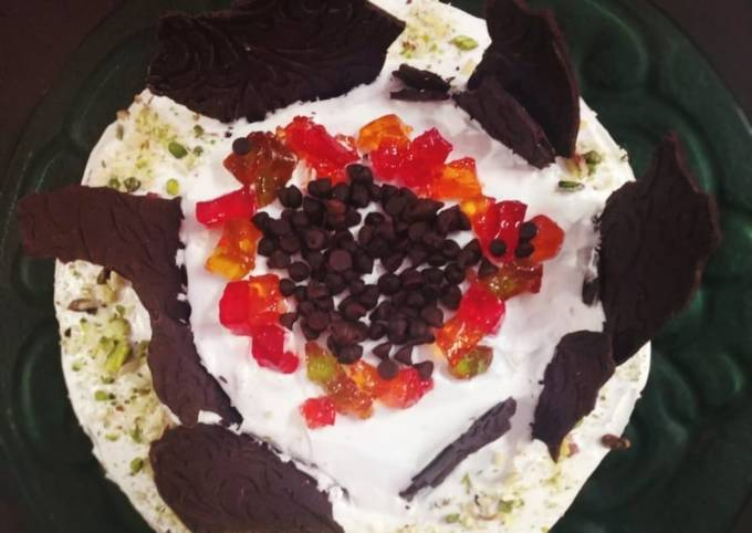 Steamed chocolate brownie cake with jelly and choco chips