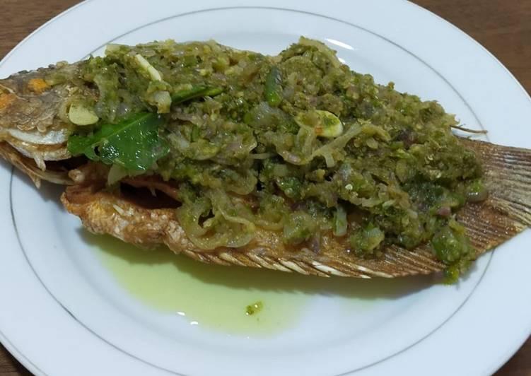 Ikan gurame goreng cabe hijau