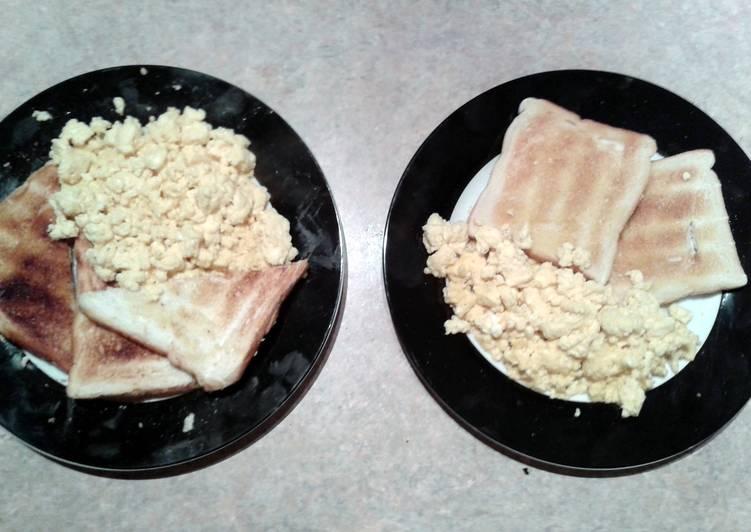 toast 'N' scrambled egg