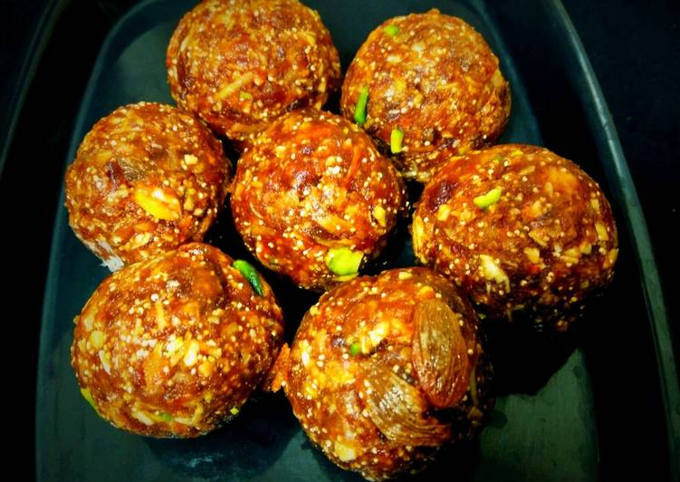 Recipe of Homemade Healthy Dates and flax seed ladoo khajur laduu recipe