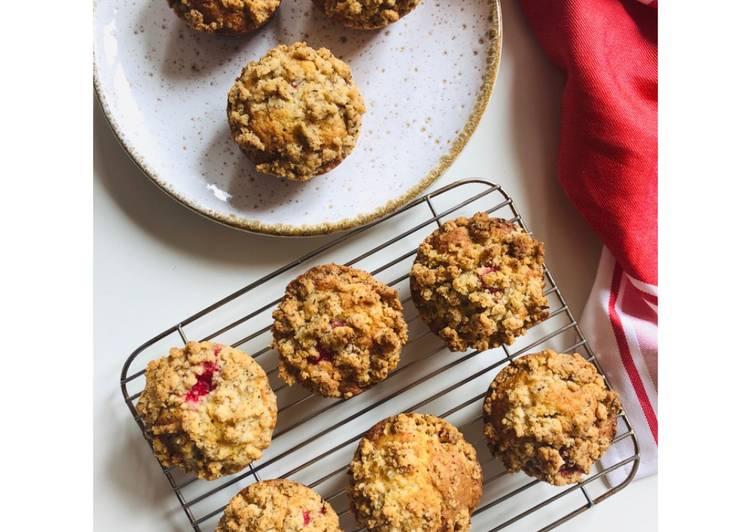 Muffins aux groseilles et crumble de noisettes