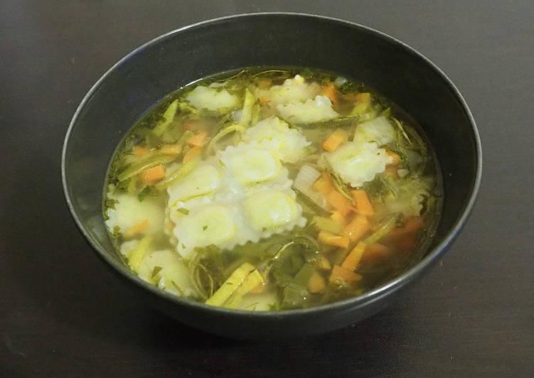 Bouillon de légumes aux ravioles
