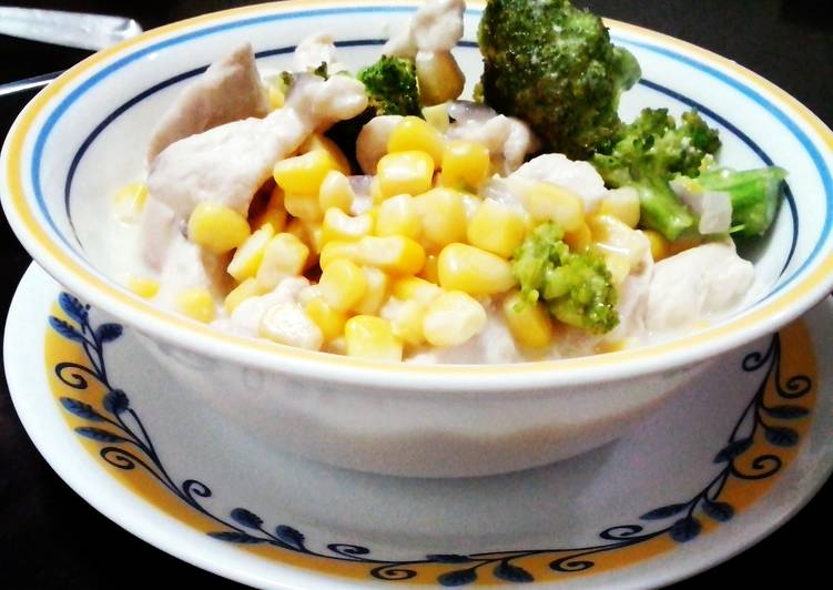 Creamy Chicken and Corn Stew with Broccoli