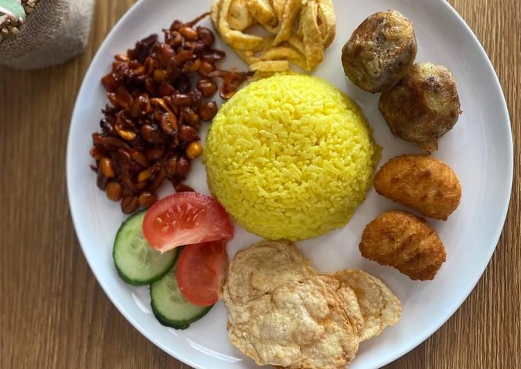 Nasi Kuning Dikukus