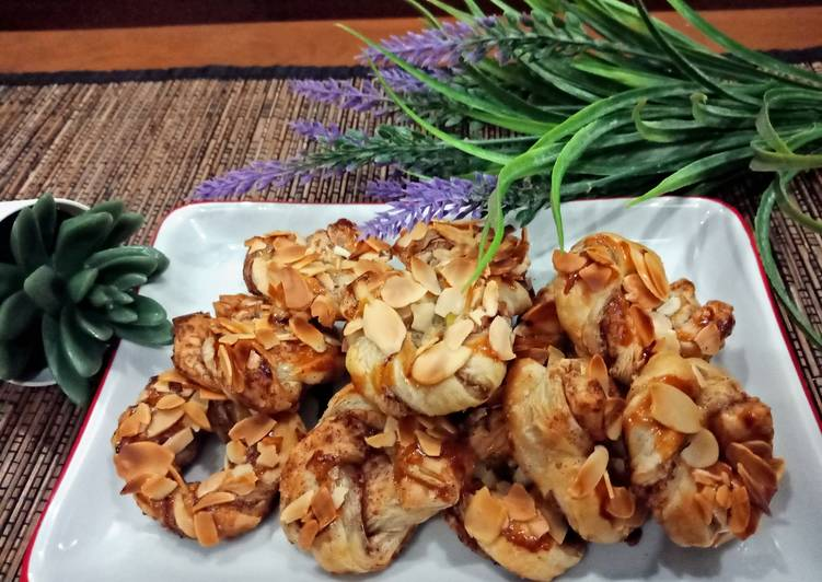 Bagaimana Membuat Resep Yummy Dari Cinnamon Ring with Crunchy Almond