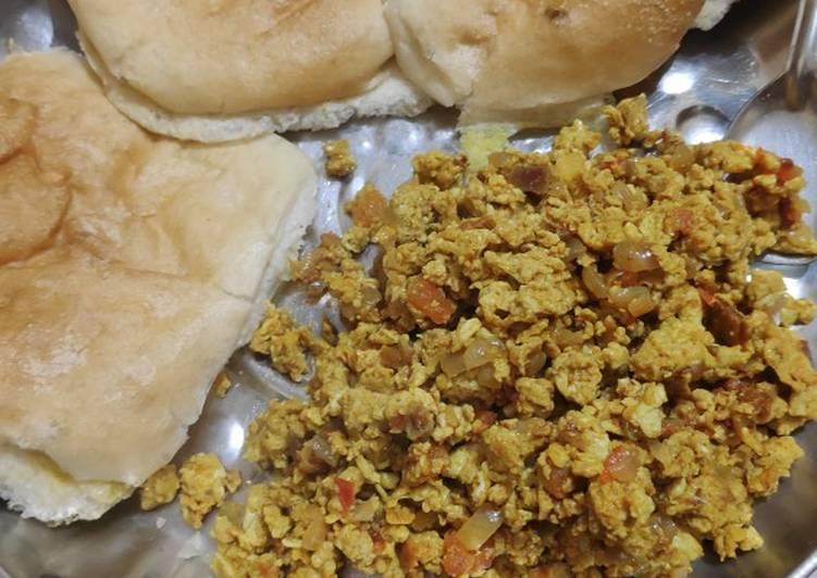 Bhurji Pav (Scrumpled eggs)
