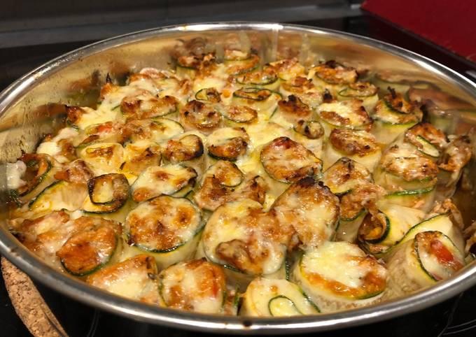 Spicy chicken in zucchini roll-ups