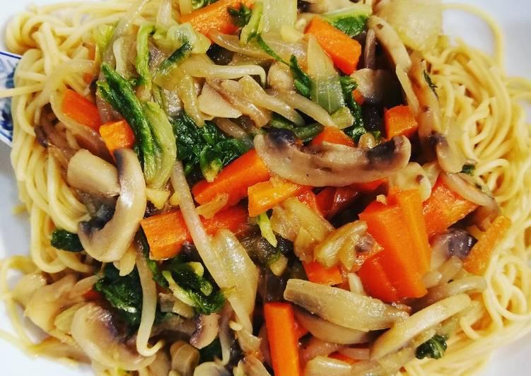 Nouilles fines sautées aux légumes