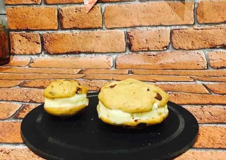Chocolate chip Ice-cream sandwich cookies