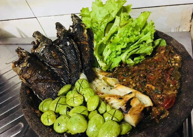 Ikan papuyu (betik) bakar + sambal terasi