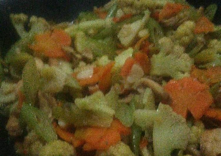 Tumis buncis, wortel, bunga kol, dan ayam