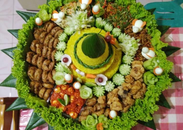 Nasi Kuning u/ Tumpeng