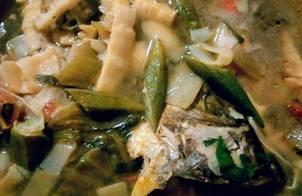 Đầu cá chép nấu măng, dưa chua