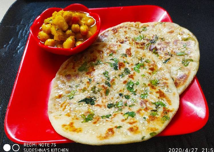 Aaloo stuffed garlic kulcha