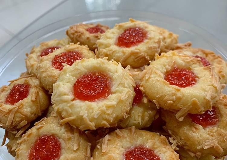 Cheesy Strawberry Thumprint (easy peasy!)