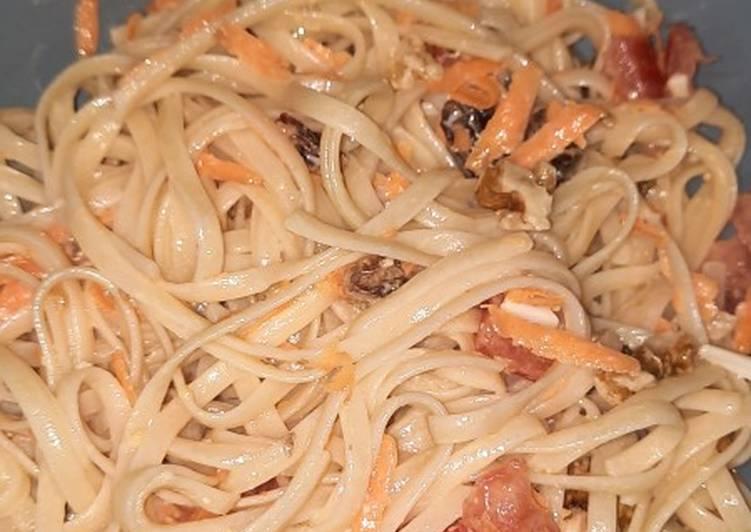 Ensalada de tallarines con salsa césar