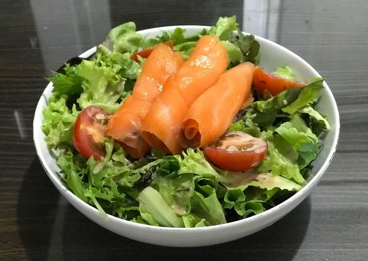 Resep Smoked Salmon Salad With Japanese Sesame Dressing Oleh Carmelitayelli Cookpad