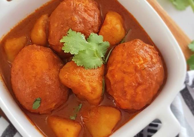 Potato and Eggs Curry
