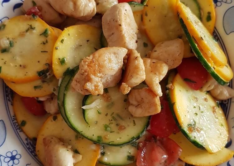 Zucchinisalat mit Hähnchen
