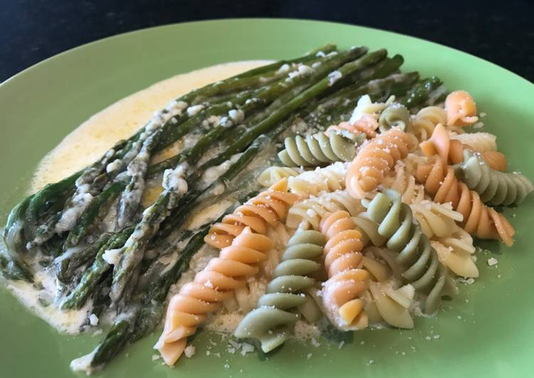 Recipe: Yummy Parmesan and Mozzarella Creamed Asparagus