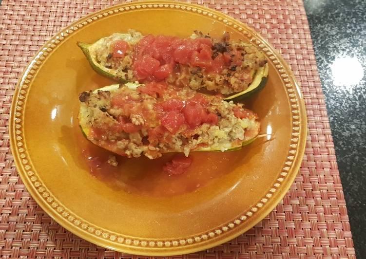 Canoas de zapallo italiano en salsa de tomate.. 🥒🍅
