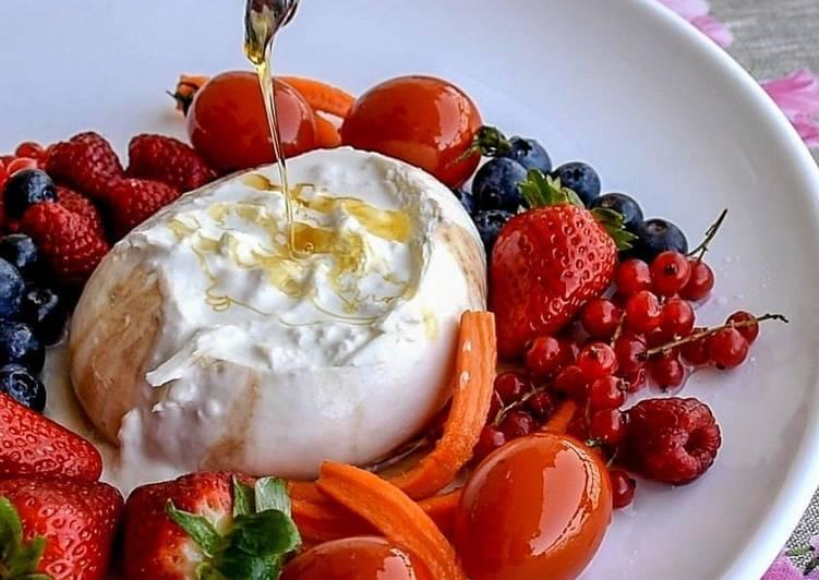 Burrata pugliese al miele con frutta e verdura caramellata🍠🍅🍓
