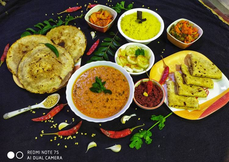 Urad Dal with Multigrain Bhakri, Garlic Chutney,jarda