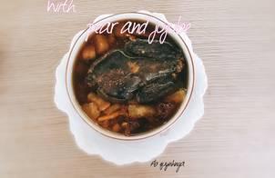 Gà ác tiềm quả lê và táo đỏ (Black chicken stew with pear and jujube)