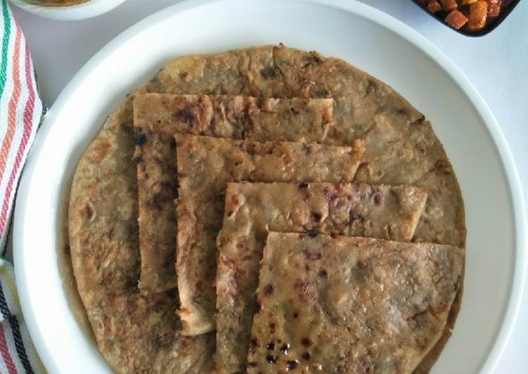 Aaloo Paratha (Potato Stuffed Whole Wheat Flatbread)