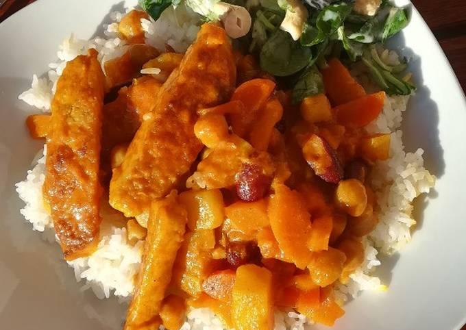 Vegetarisches Hähnchen mit Kichererbsencurry und Reis (vegan)