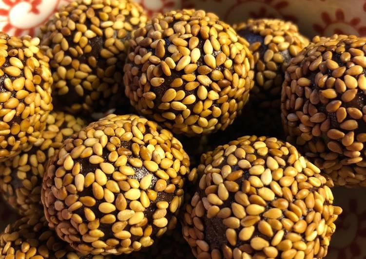 Choco-tahini energy balls - vegan