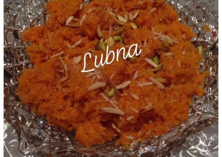 Gajar Ka Halwa (Carrots halwa / pudding):