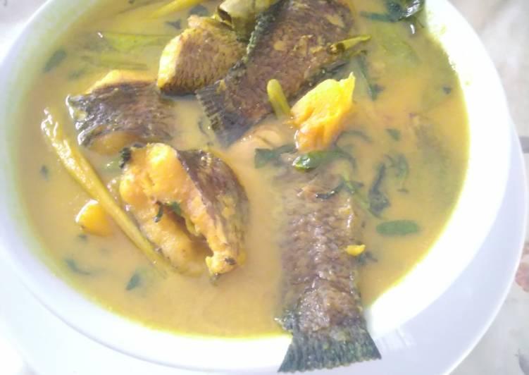Ikan gabus bumbu kuning kemangi