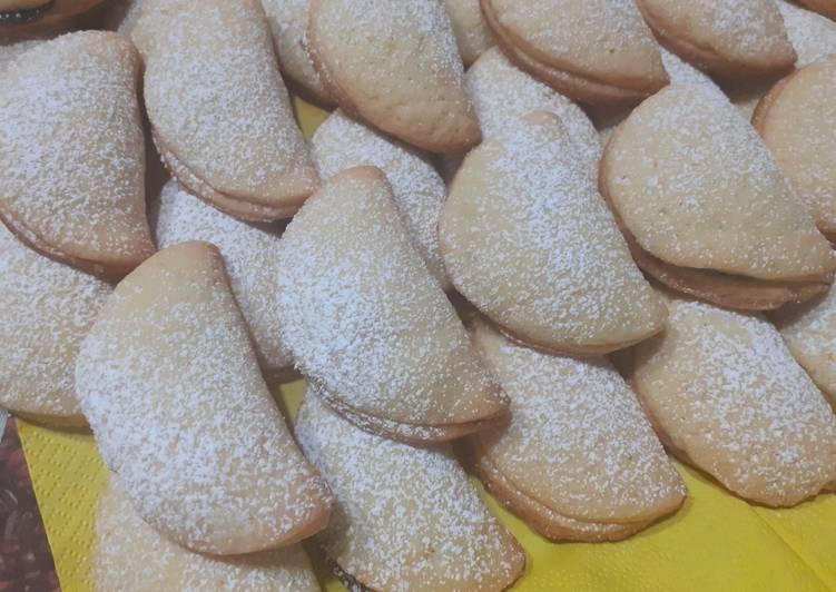 Biscotti ripieni di crema di nocciola