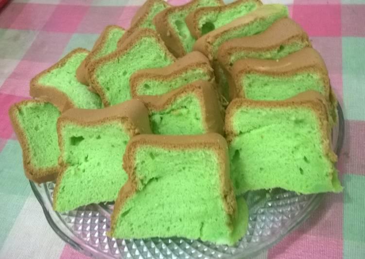 Pandan Chiffon Cake panggang dgn baking pan.. empus2, lembut, moist