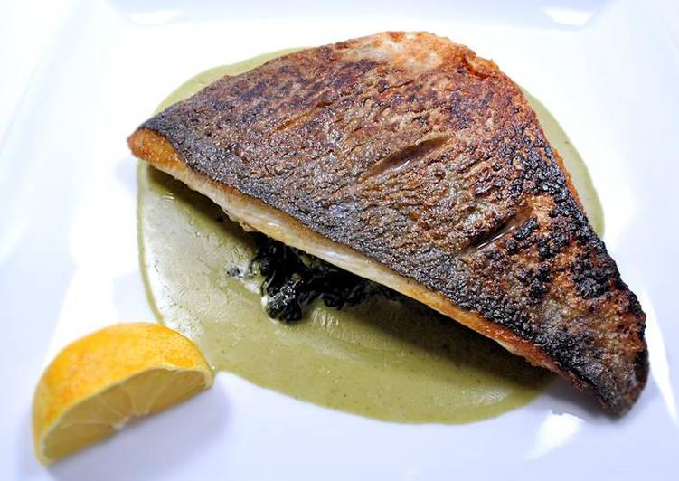 Pan-fried fish with creamed spinach