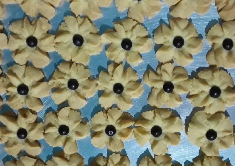Bagaimana Membuat Kue Kering Bunga / Semprit Bunga Anti Gagal