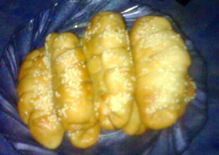 Roti goreng kepang isi pisang keju