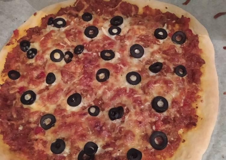 Pizza casera reina de la carne