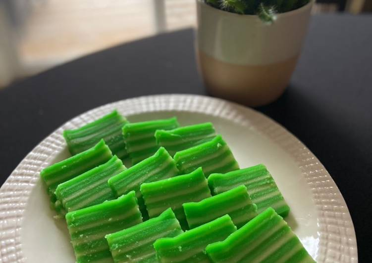 How To Cook Indonesian layers go green cake Tasty
