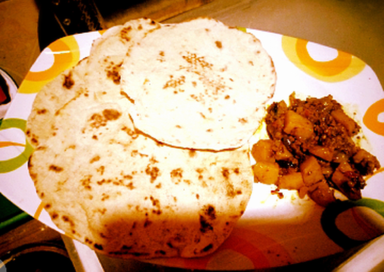 Naan bread with potatoe nd minced meat sauce