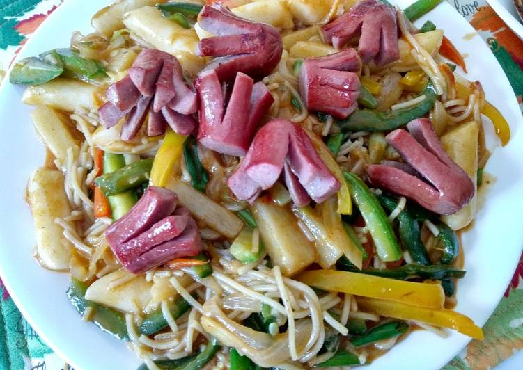 Step-by-Step Guide to Prepare Award-winning Roasted beefdog over sauteed spicy rice cake and pasta 牛肠炒辣年糕米粉