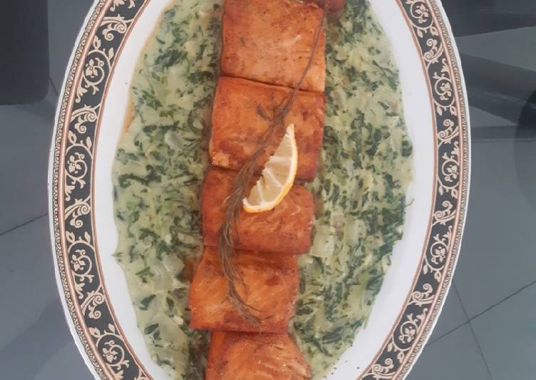 Creamy spinach with grilled salmon