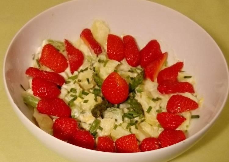 Kartoffelsalat mit Ei, Spargel und Erdbeeren