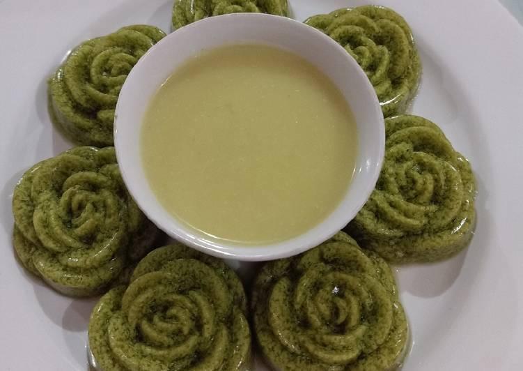 Puding daun kelor saus durian